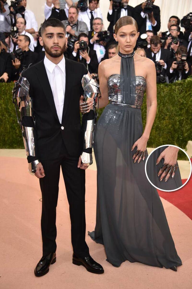 Desde un manicure de más de 2 mil dólares hasta joyas de 7 millones, es lo que estos famosos han modelado en su paso por eventos de gala.