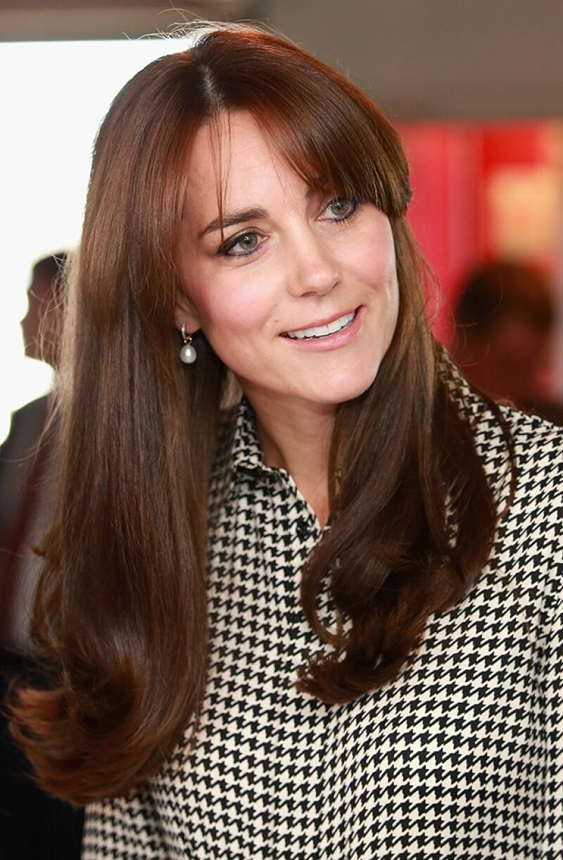 Kate lució cómoda su nuevo corte de pelo, ahora con fleco.