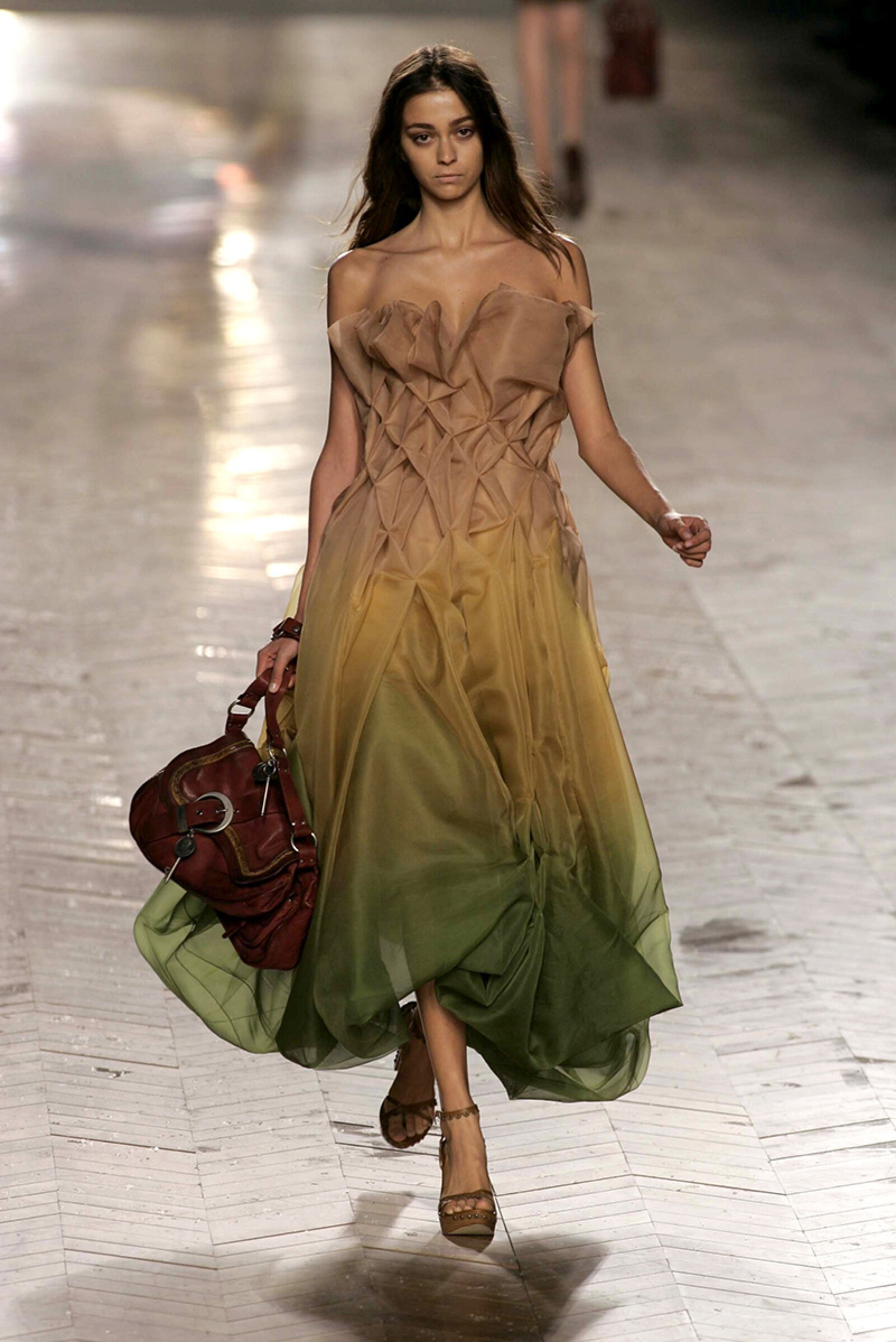 CHRISTIAN DIOR SHOW FOR SPRING / SUMMER 2006, PARIS FASHION WEEK, PARIS, FRANCE - OCT 2005