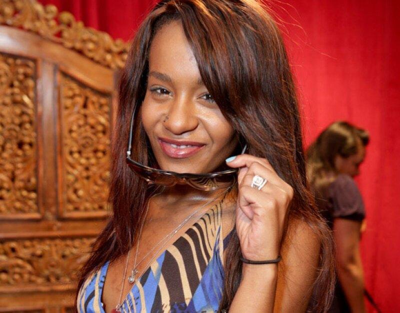 Mientras la hija de Whitney Houston sigue en coma, algunos miembros de su familia han comenzado a grabar un programa de televisión sobre el incidente.