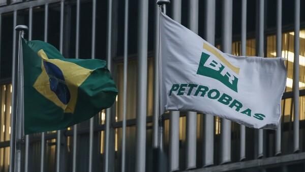La empresa petrolera brasileña recomprará también 3,000 mdd de deuda que vence en 2018.