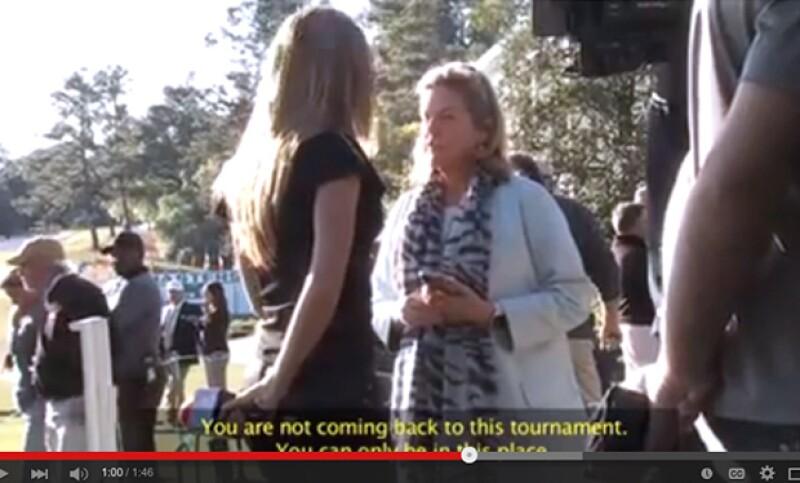 En el video, Inés Sainz señala a otras personas que también usaron jeans, e incluso muestra un momento en el que discute con Casey Hoffman.