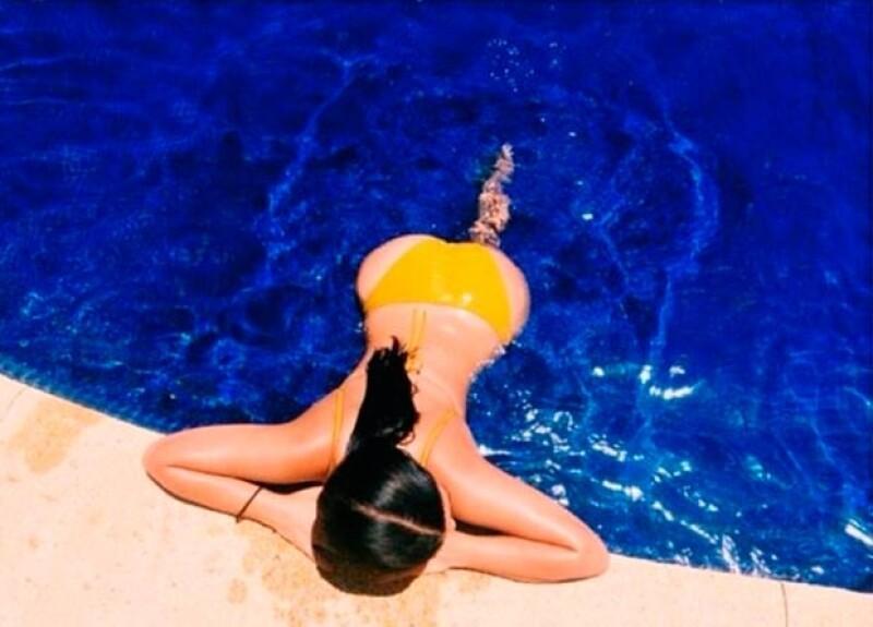 La socialité se encuentra en nuestro país disfrutando del verano en compañía de su hija North. Como es costumbre en ella, no perdió oportunidad de presumir sus famosas curvas.