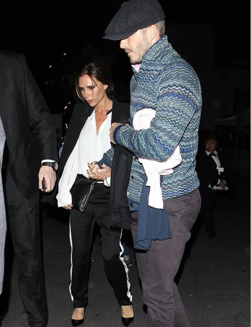 La pareja glamour fue captada al salir de un concierto privado de la cantante Barbra Streisand, tomados de la mano como todos unos enamorados.