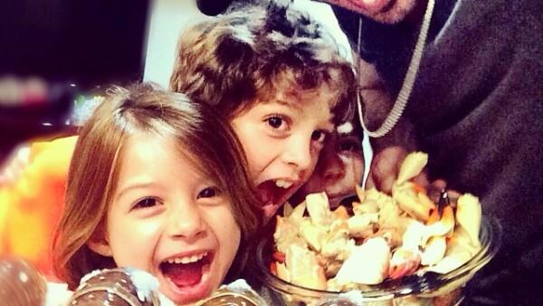 William Levy disfruta cocinar junto a sus hijos Kailey y Christopher.