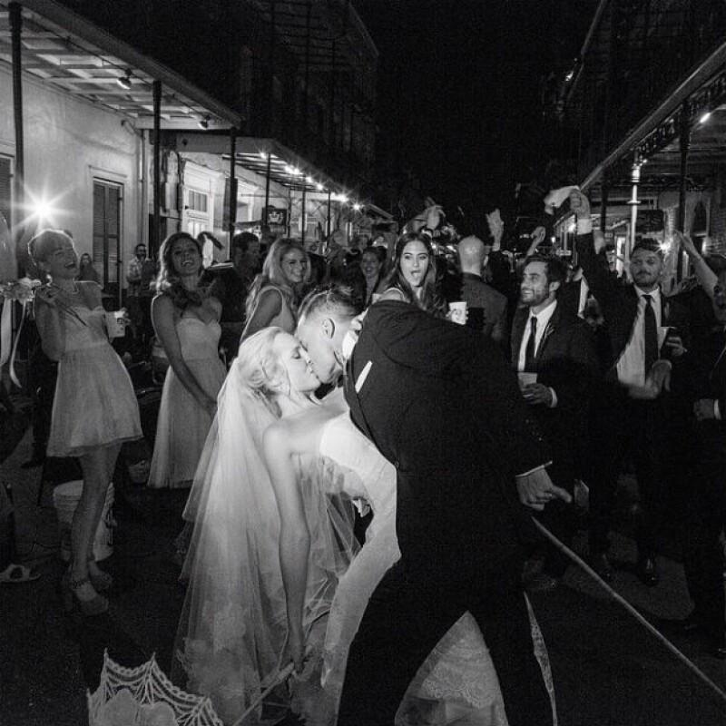 Conocida por su papel de la vampiresa Caroline, la joven llegó al altar este sábado con su prometido en una íntima ceremonia en Nuevo Orleans y sus compañeros de elenco estuvieron presentes.