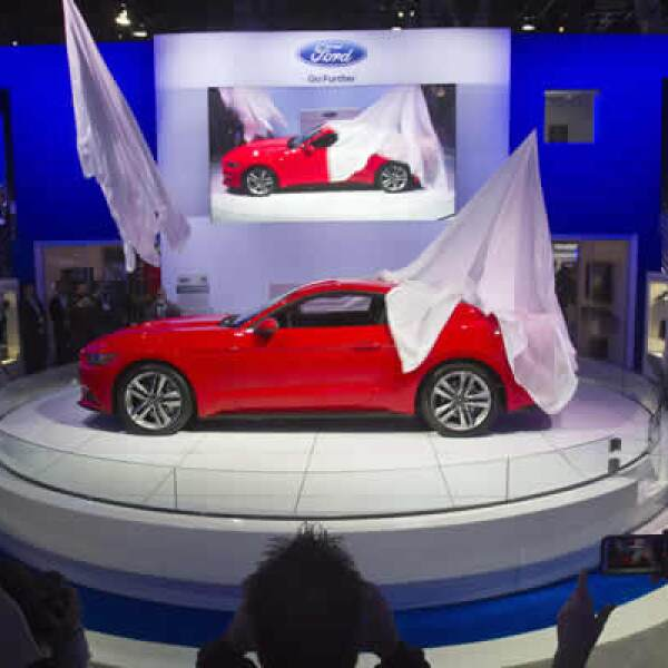 El Ford presentó el nuevo Mustang 2015. El primer modelo en América del Norte en ofrecer el sistema de Ford SYNC AppLink, con mejoras en el control de voz y menús sencillos, dijo un representante.