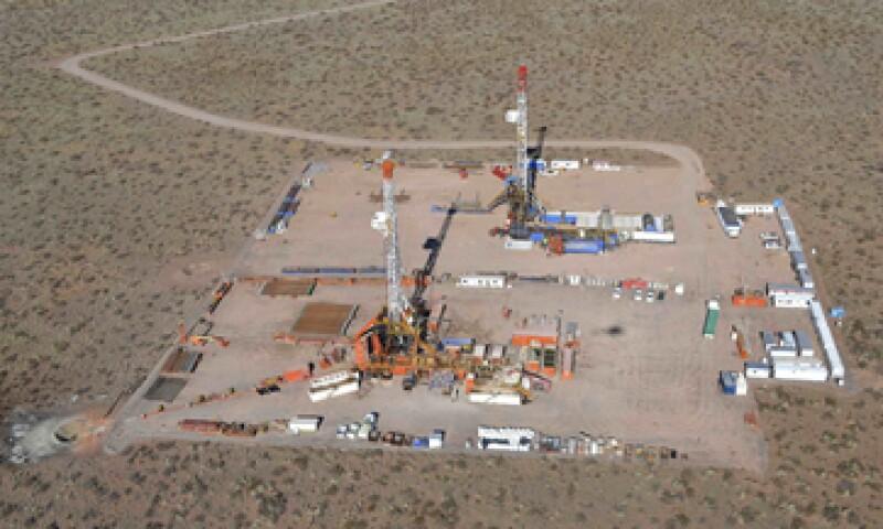 YPF firmó un acuerdo con Chevron para sumarla como socio en el primer proyecto de desarrollo masivo. (Foto: Reuters)