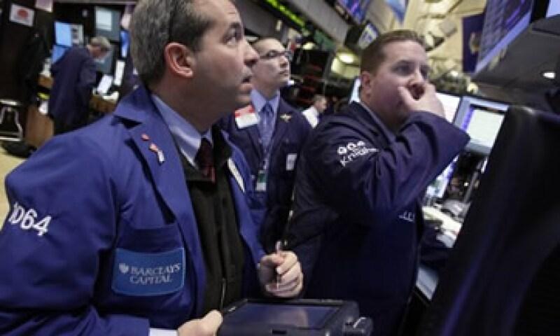 Los comentarios de la Fed decepcionaron a los inversores, quienes esperaban una fuerte señal de más estímulo monetario.  (Foto: Reuters)