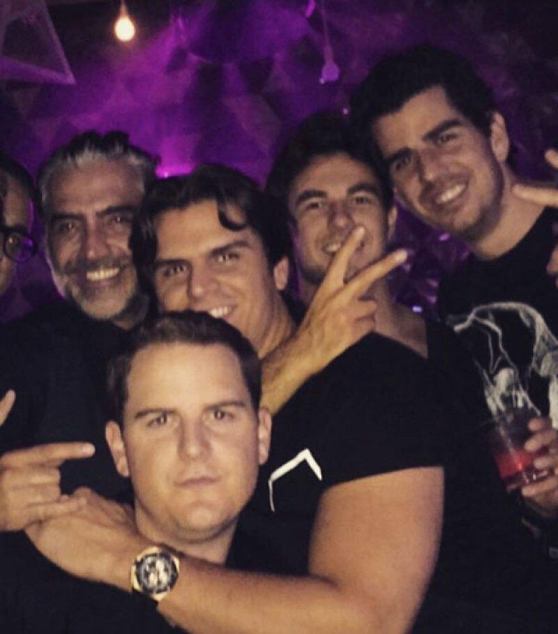 La fiesta siguió para Alejandro y sus amigos en el Omnia.