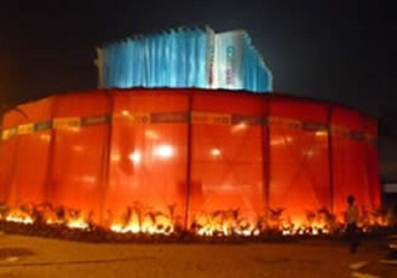 El pabellón mexicano de la Feria Internacional del Libro en Calcuta es el único independiente que además tiene liberadas sus cuatro fachadas. (Foto: Cortesía Bernardo Gómez-Pimienta)
