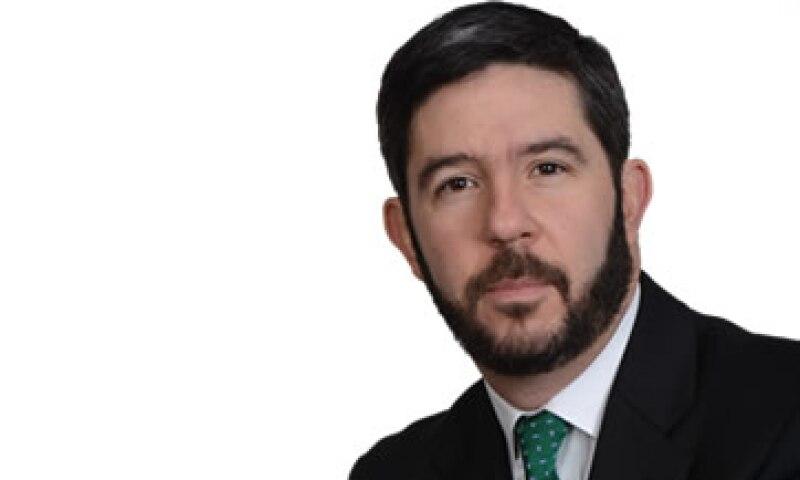 """""""La gente debe medirse por su esfuerzo, sus logros y cualidades"""", dice Alejandro Alcalá del Banco Mundial, una de las 30 promesas en los 30 edición 2013 de la revista Expansión. (Foto: Especial)"""