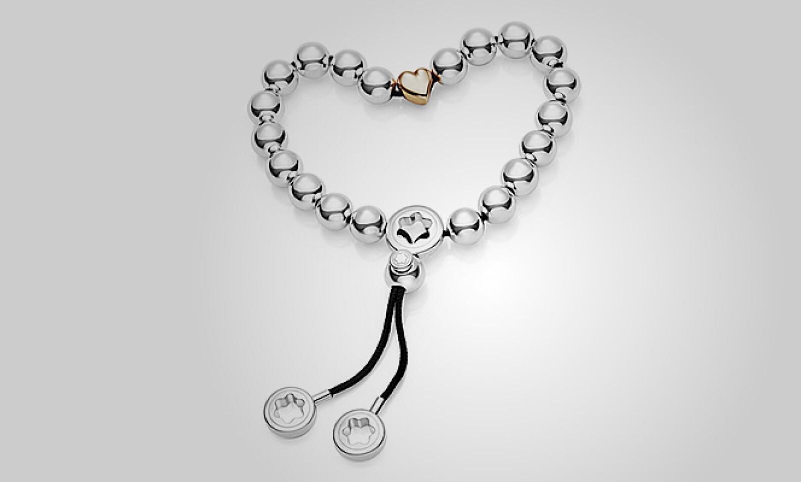 Un brazalete de Montblanc, que tiene perlas de plata entrelazadas, en un hilo de color negro que se cierran en un dije de corazón en color rosa.