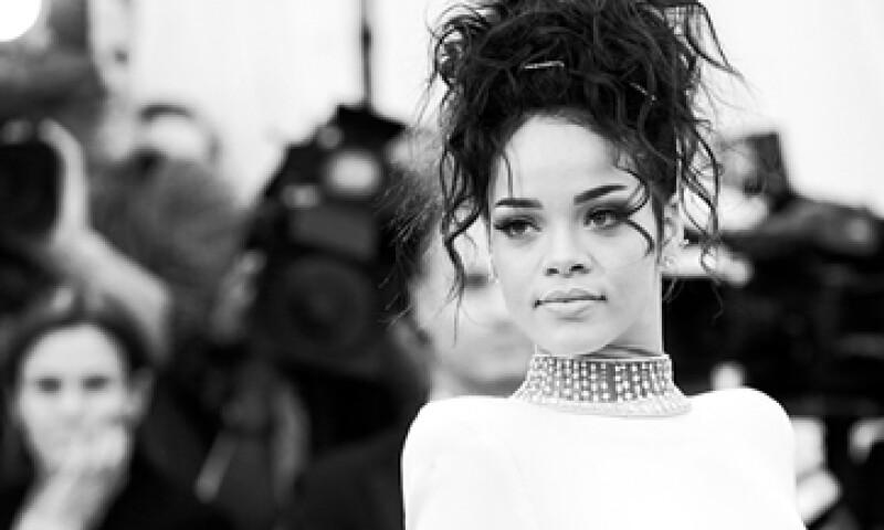 Rihanna señaló en Twitter que la remoción de su canción era un castigo por parte de CBS. (Foto: Getty Images)