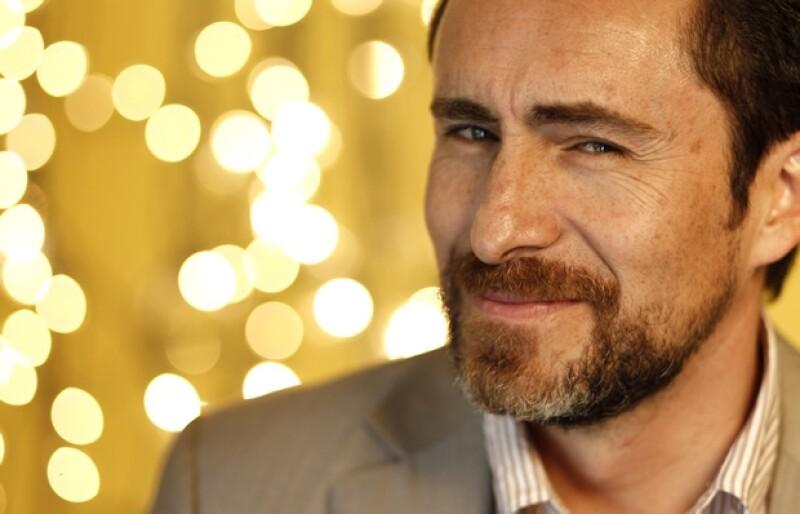 En su visita a México, el actor platicó que aunque su hija vive en España, él es un papá presente y además la relación con la mamá de su hija es excelente.