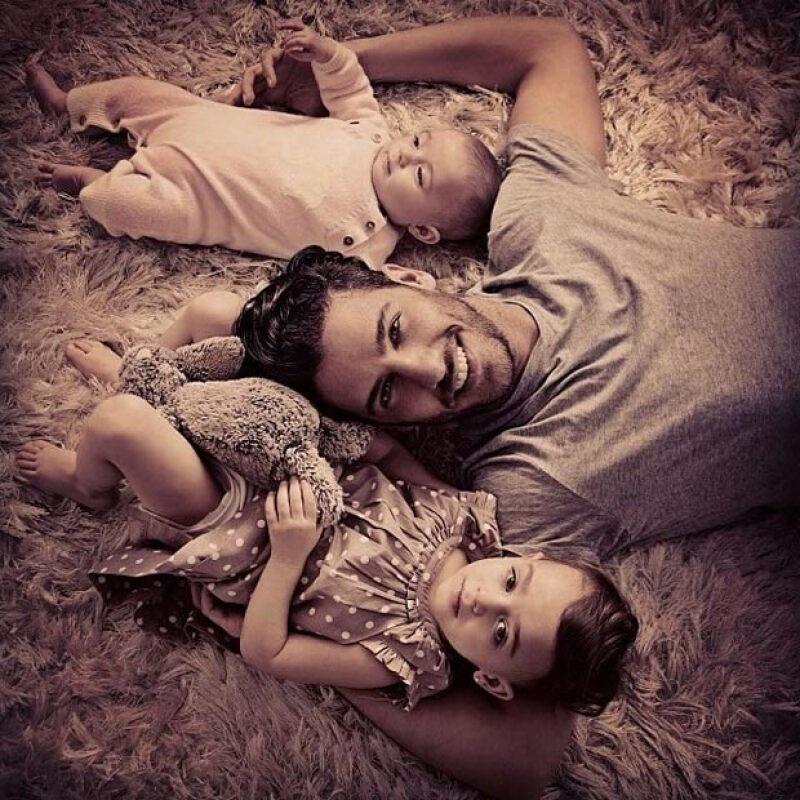 La faceta que más disfruta Erick Elías es la de ser papá de Olivia y Penélope.