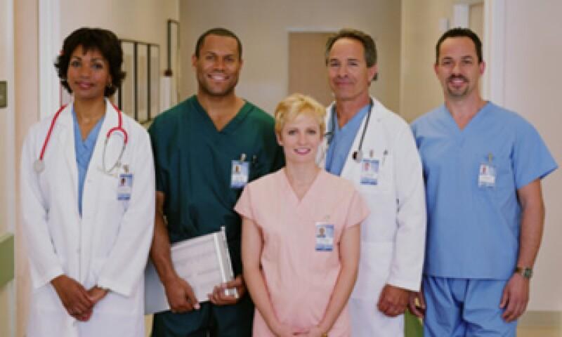 Los médicos y las enfermeras son considerados como los más responsables y éticos en EU.    (Foto: Getty Images)