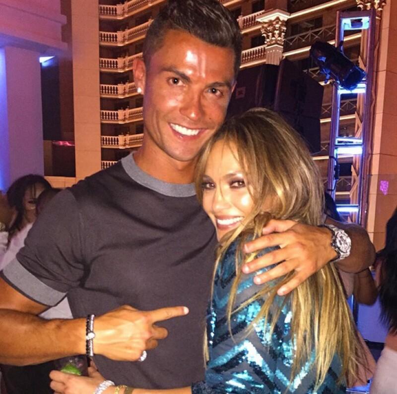 Cristiano Ronaldo se unió al festejó del cumple de J.Lo en Las Vegas y compartió esta foto junto a la que escribió: `Happy birthday J!👏🎂😘´.