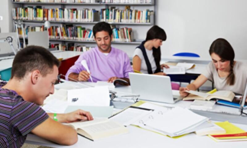 Las escuelas 'patito' no ofrecen programas de investigación y sólo imparten carreras saturadas. (Foto: Getty Images)