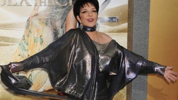 La actriz y cantante recibió la orden de la Legión de Honor en el grado de oficial.