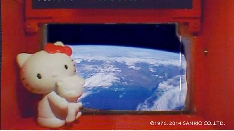 Hello Kitty viaje espacio