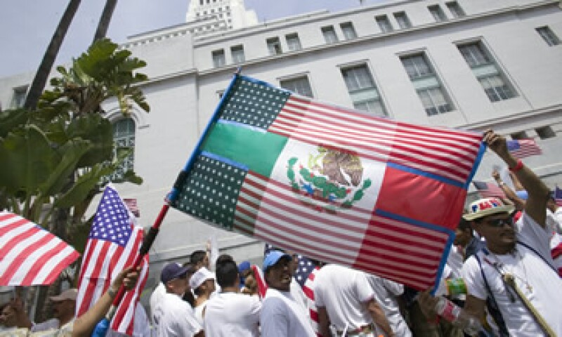 Inmigrantes mexicanos durante una protesta para solicitar mayores apoyos para la comunidad latina en EU (Foto: Getty Images/Archivo)