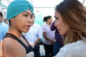 Escuchó peticiones de cada una de las mujeres chiapanecas e incluso se comprometió personalmente a resolver algunas de las peticiones.