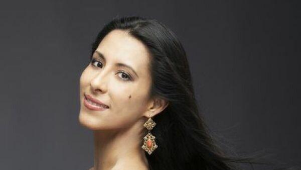 Elisa Carrillo Cabrera en tres cuartos.jpg