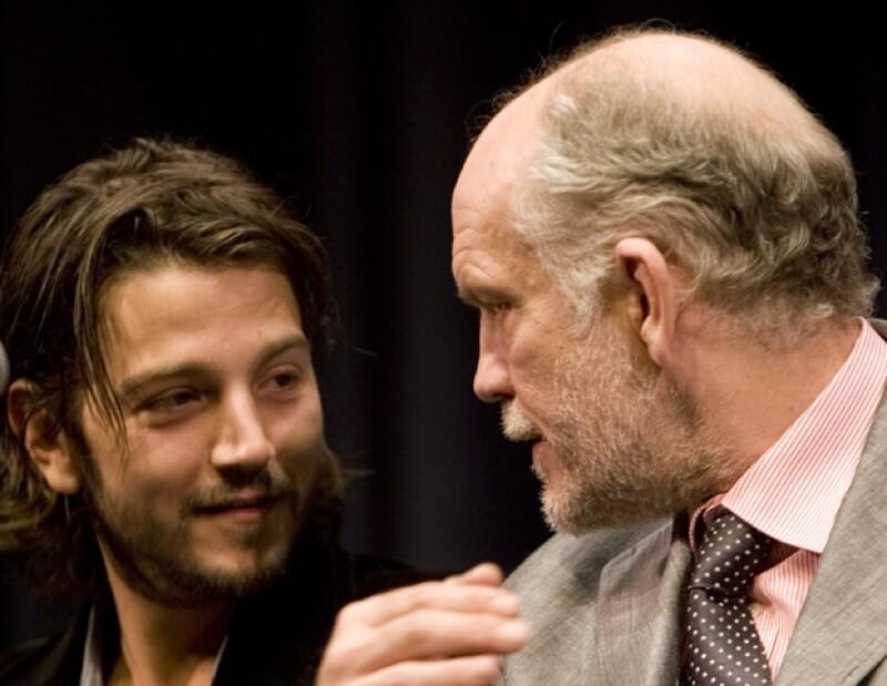 Diego Luna y John Malkovich. El actor estrenará la La Comedia Infernal el 12 de abril.