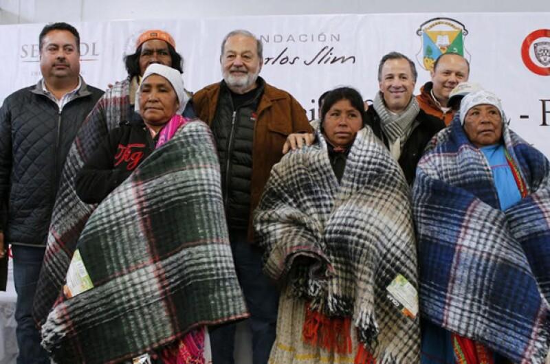 El empresario y Sedesol participaron en la firma de un convenio para sumar esfuerzos en la lucha contra la pobreza en el municipio, uno con la más alta marginación en el país.
