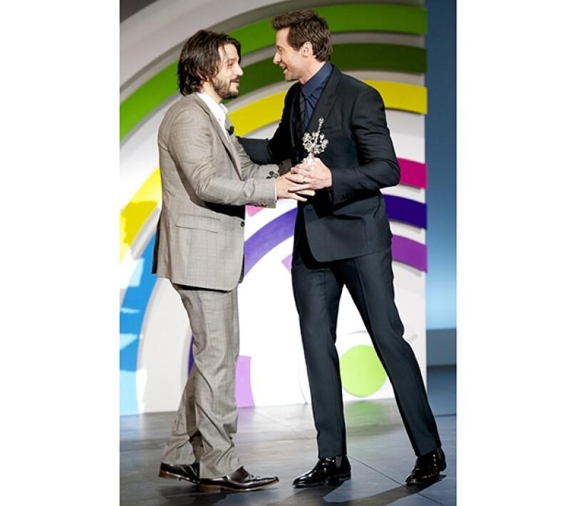 Diego Luna dio un alentador discurso en honor a Hugh Jackman, quien se mostró muy agradecido con él y con el festival.