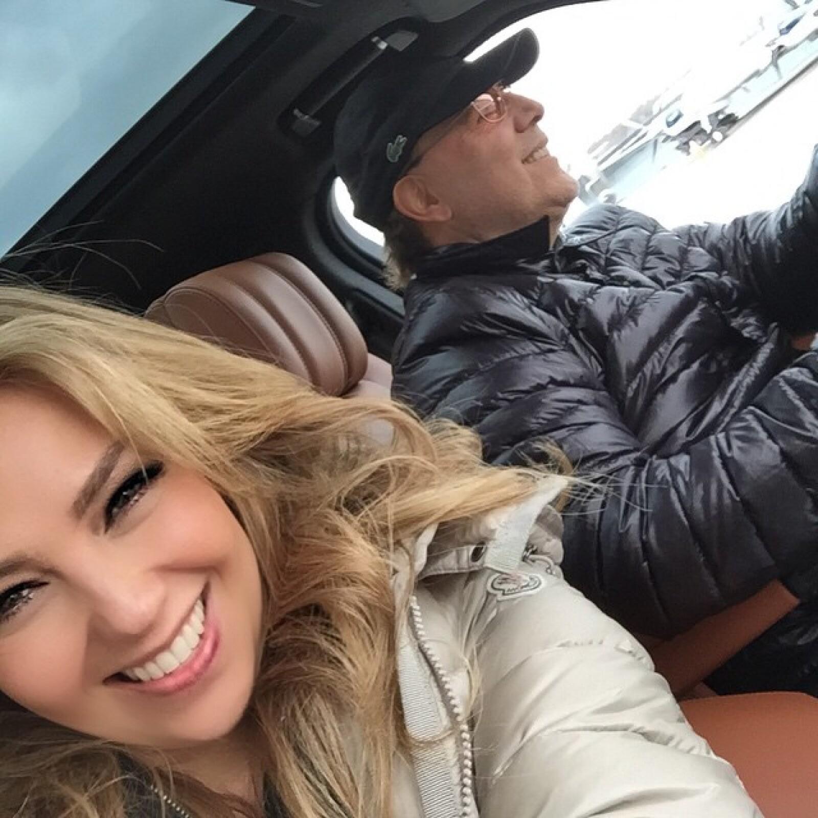 Sin embargo, cada vez es más frecuente que su esposo pose con ella en sus fotos de Instagram.