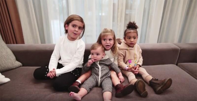 Mason, Penelope, Reign y North, nietos de Kris Jenner, aparecen también en el video.