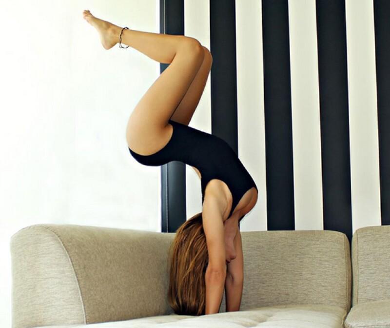 Aquí te presentamos a las niñas que les encanta practicar yoga y logran mantener un hot body como varias celebrities.