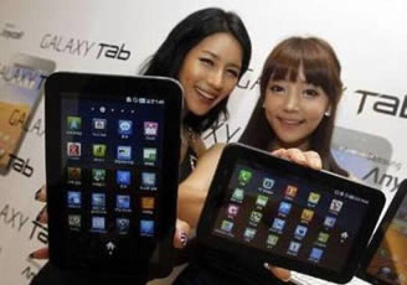 Samsung enfrenta una demanda por presuntamente copiarle a los productos de Apple. (Archivo)