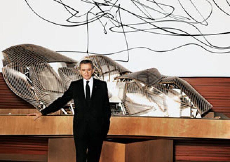 Bernard Arnault, presidente de LVMH, la firma que aglutina las principales marcas de lujo como Givenchy, Louis Vuitton y Dior. (Foto: Mario Testino)