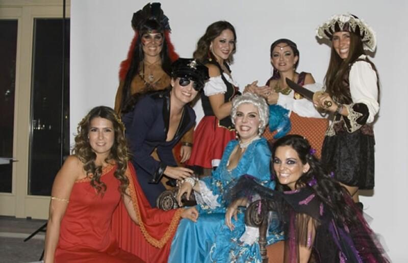 Cristina de Gayrtán, Lizzette Castellanos, Gabriela de Téllez, Carmen Álvarez, Gabriela Romo, Cassandra Rodríguez de Llano y Cristina Hernández de Heredia.