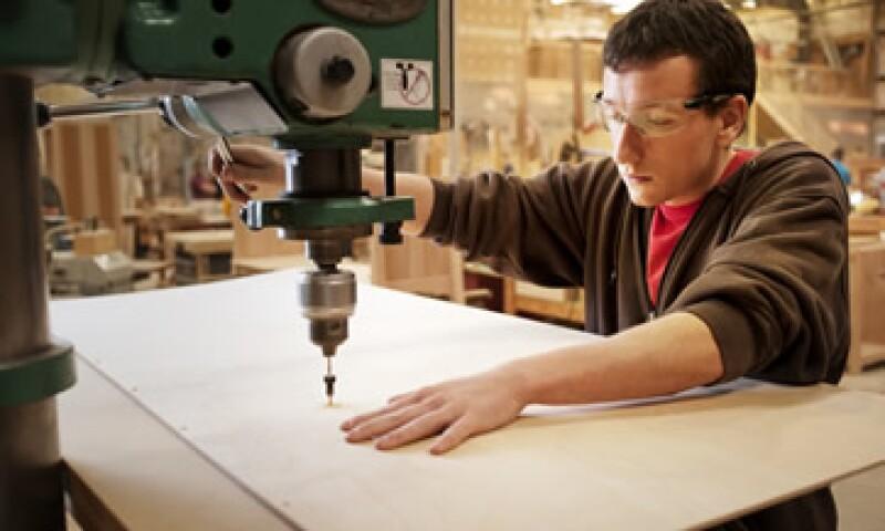 En su comparación mensual, el empleo manufacturero disminuyó 0.16% en enero respecto a diciembre de 2012. (Foto: Getty Images)