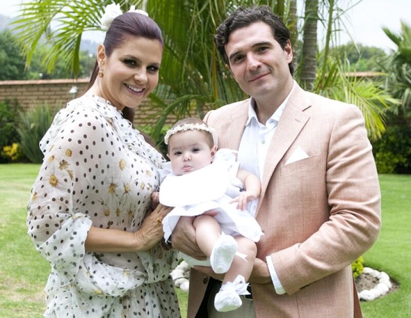 La actriz y su esposo bautizaron a la encantadora Mónica Constanza en Tepoztlán, Morelos.