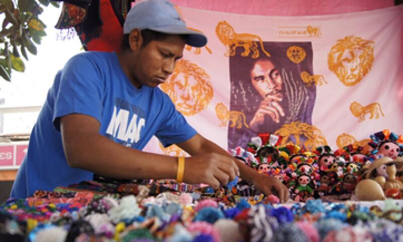 Los bajos salarios en México han hecho que 2 de cada 3 personas subsistan en la informalidad, según el INEGI. (Foto: Cuartoscuro)