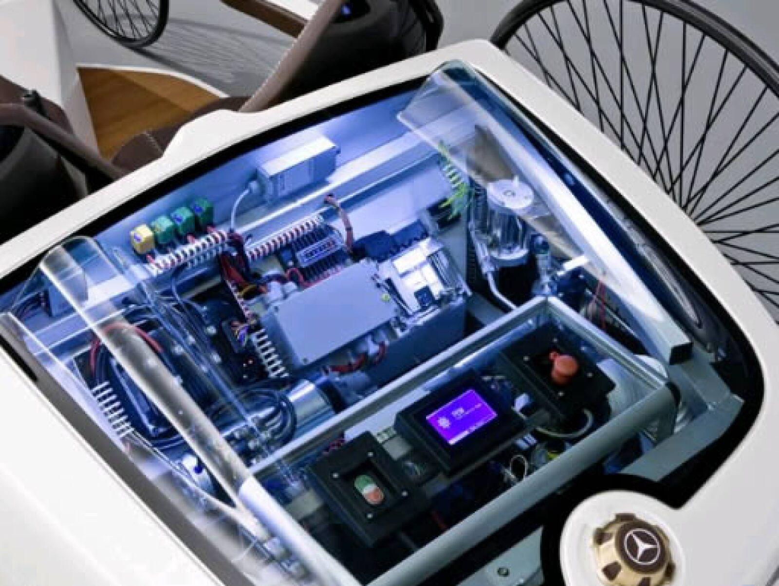 La energía la saca de una pila de combustible libre de emisiones que entrega una autonomía de 355 kilómetros (220 millas).