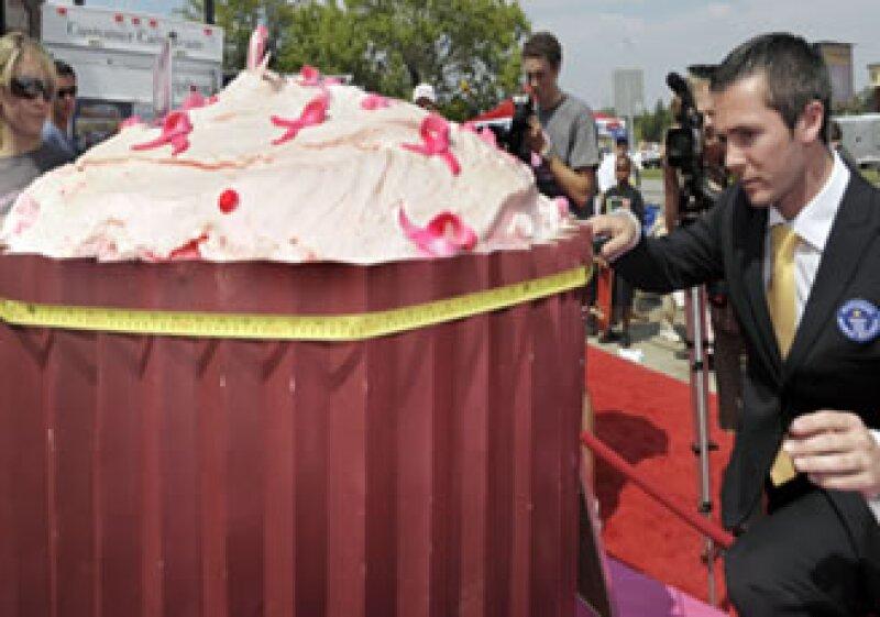 El gigantesco postre requirió 90 kilos de azúcar y la misma cantidad de harina. (Foto: AP)