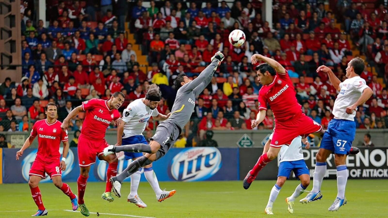 Alfredo Talavera tuvo una buena actuación ante los disparos de Cruz Azul