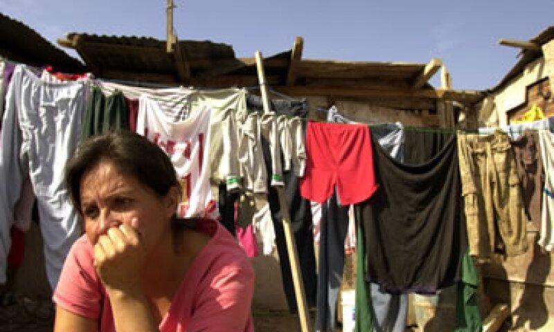 La pobreza patrimonial evidencia la incapacidad de la población para tener alimentos, educación, salud, transporte y una vivienda digna. (Foto: AP)