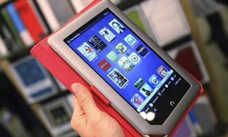 La 'tablet' Nook de Barnes & Noble también permite leer libros digitales y fue optimizada para el consumo de contenidos multimedia. (Foto: Reuters)