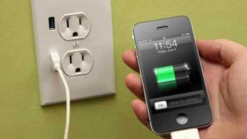 Si tu celular tiene el 100 % de carga, no lo dejes conectado.