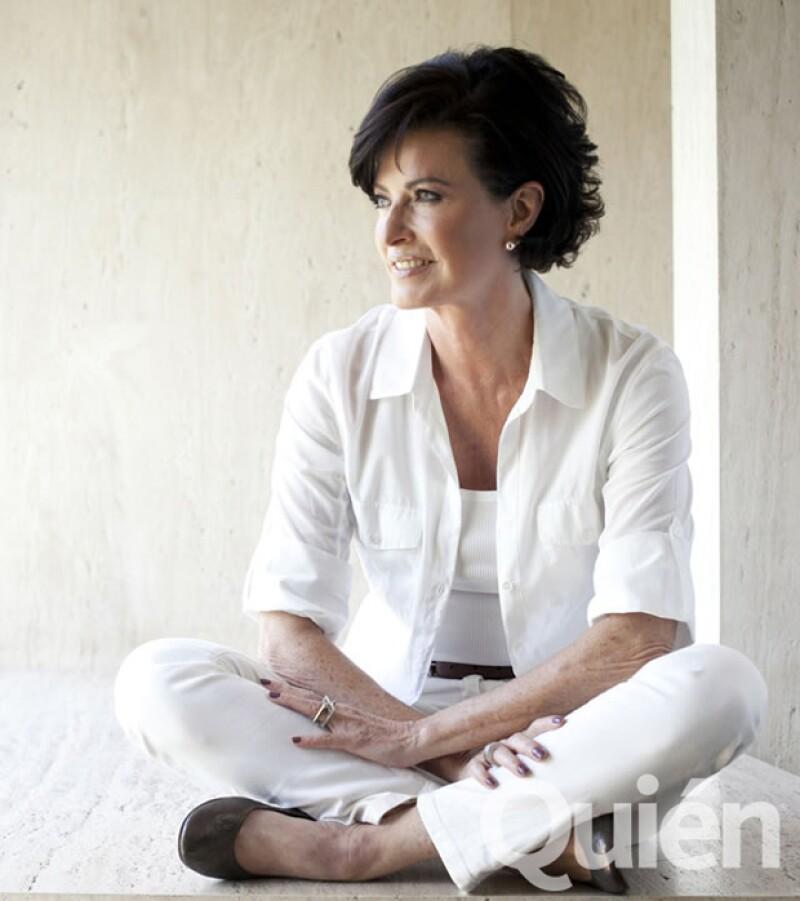 La autora invitó a las mujeres, con su discurso, a ayudar a otros con sus dones en situaciones menos privilegiadas.