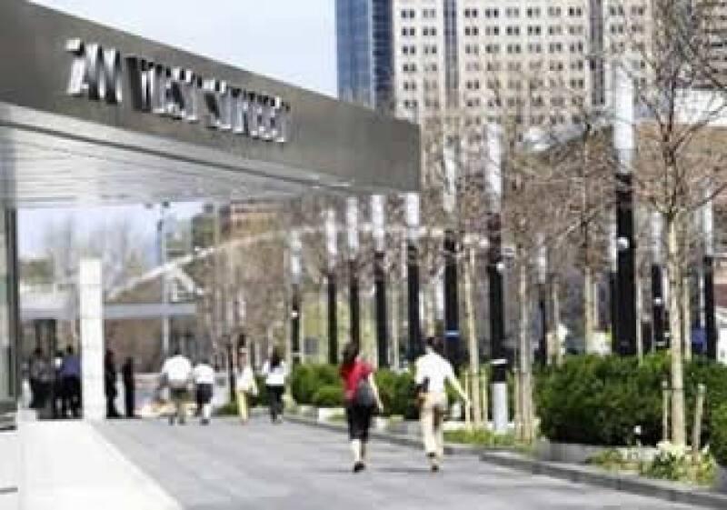 Goldman Sachs Group fue el que más pagó en promedio en bonificaciones, con 431,000 dólares. (Foto: Reuters)
