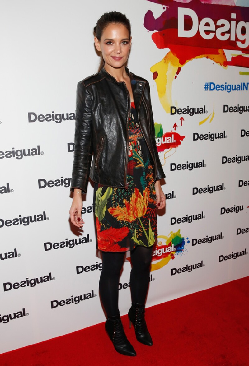 Más juvenil pero igual de guapa, así llegó la actriz al runway de Desigual.