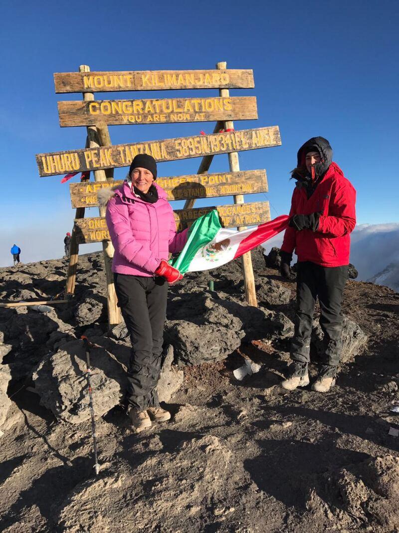 Alejandra Alemán y Alexandra Burillo a 5895 metros de altura
